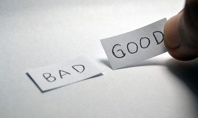 Two papers with words bad and good, representing all advantages and the disadvantages of not hiring a moving company